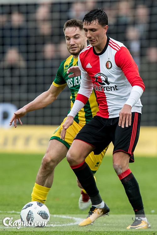 ROTTERDAM - Feyenoord - ADO Den Haag , Voetbal , Seizoen 2017/2018 , Eredivisie , Stadion Feijenoord de Kuip , 28-01-2018 , Feyenoord speler Steven Berghuis (r) in duel met ADO Den Haag speler Aaron Meijers (l)