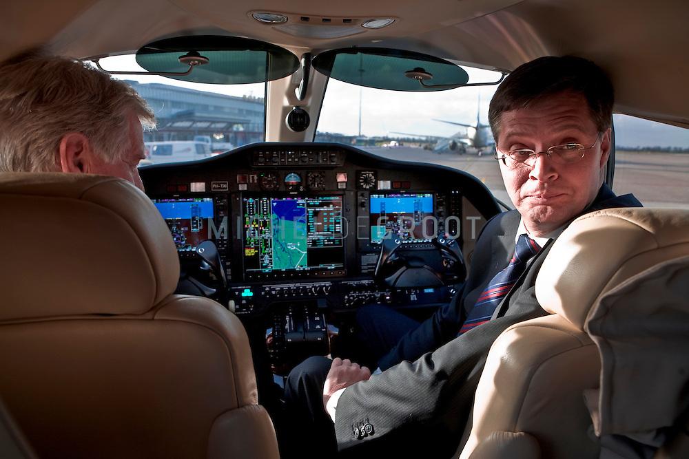 Minister president Balkenende bezoekt lucht-taxibedrijf Bikkair op March 05, 2008 in Rotterdam. De premier in de cockpit van hun Cesna vliegtuig. (photo by Michel de Groot)