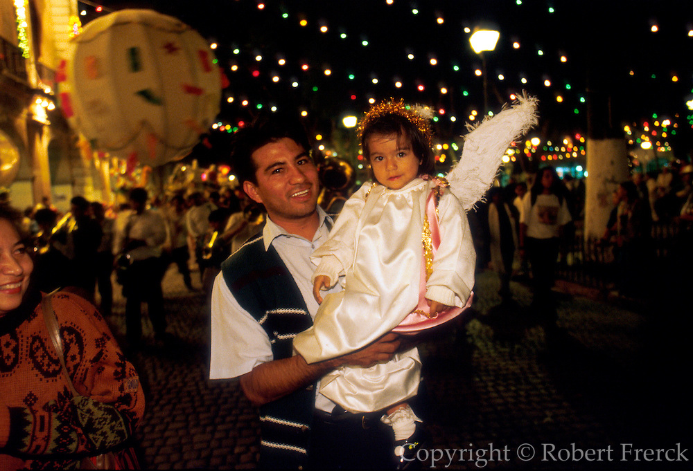MEXICO, OAXACA, FESTIVALS Christmas procession on Zocalo