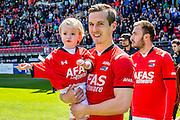ALKMAAR - 01-05-2016, AZ - de Graafschap, AFAS Stadion, 4-1, AZ speler Stijn Wuytens met zijn dochtertje.