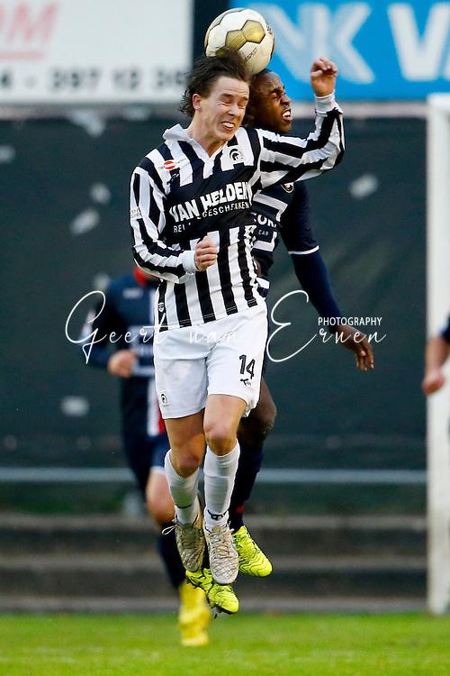 12-11-2015 VOETBAL:ACHILLES 29-WILLEM II:GROESBEEK<br /> Vriendschappelijk wedstrijd <br /> <br /> Lesley de Sa van Willem II in duel met Joey Dekkers<br /> <br /> Foto: Geert van Erven