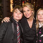 NLD/Amsterdam/20131219 - Premiere Kerstcircus 2013 Carre, Pernille la Lau en kinderen Björn en Nuala