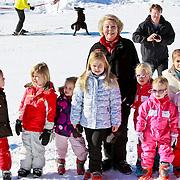 AUD/Lech/20110219 - Fotosessie Nederlandse Koninklijke Familie 2011 op wintersport in Lech, Prinses Catharina-Amalia (07-12-03),  Prinses Alexia (26-06-05), Ariane (10-04-07)