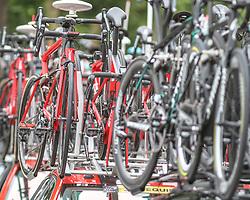 02.07.2017, Duesseldorf, GER, Tour de France, 2. Etappe von Düsseldorf (GER) nach Lüttich (BEL/203 km), im Bild Feature mit Ersatzrädern auf Autodächern // spare wheels on cars during Stage 2 from Duesseldorf (GER) to Luettich (BEL/203 km) of the 2017 Tour de France in Duesseldorf, Germany on 2017/07/02. EXPA Pictures © 2017, PhotoCredit: EXPA/ Martin Huber