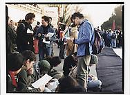 Firenze, European Social Forum, novembre 2002. 6 novembre,  partenza per la manifestazione contro la base NATO di Camp Derby presso Pisa.