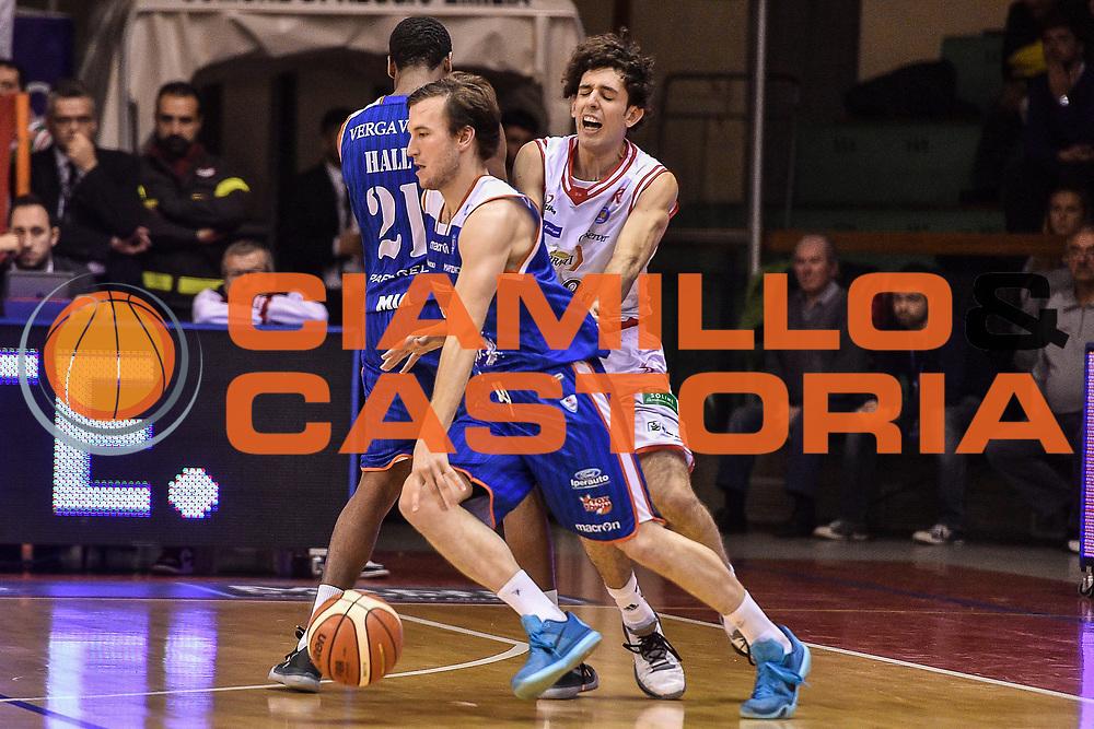 DESCRIZIONE : Reggio Emilia LegaBasket Serie A 2015-2016 Grissin Bon Reggio Emilia - Acqua Vitasnella Cantu'<br /> GIOCATORE : Brad Heslip<br /> CATEGORIA : Palleggio Controcampo Blocco<br /> SQUADRA : Acqua Vitasnella Cantu'<br /> EVENTO : LegaBasket Serie A 2015-2016<br /> GARA : Grissin Bon Reggio Emilia - Acqua Vitasnella Cantu'<br /> DATA : 17/10/2015<br /> SPORT : Pallacanestro<br /> AUTORE : Agenzia Ciamillo-Castoria/GiulioCiamillo