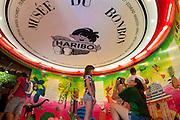 Créé en 1996, le Musee du bonbon Haribo a Uzes dans le Gard, est un site touristique phare du sud de la France. Victime de son succès, il accueille 270 000 visiteurs par an, 3 000 par jour en août.