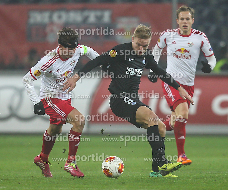 12.12.2013, Red Bull Stadion, Salzburg, AUT, UEFA EL, FC Red Bull Salzburg vs Esbjerg fB, Gruppe C, im Bild Mick Van Buren, (Esbjerg fB, #9) und Franz Schiemer, (FC Red Bull Salzburg, #15) // during the UEFA Europa League group C Match between FC Red Bull Salzburg and Esbjerg fB at the Red Bull Stadion, Salzburg, Austria on 2013/12/12. EXPA Pictures © 2013, PhotoCredit EXPA/ Roland Hackl