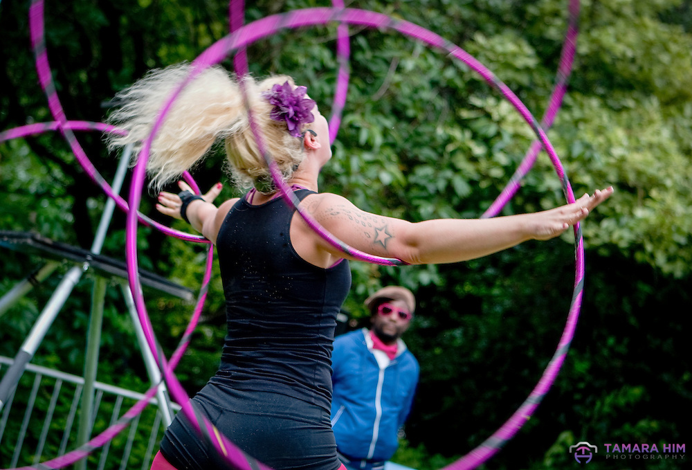 Skillful Hula Hoop artist and contortionist Lisa Lottie. Street Performance World Championship. Merrion Square in Dublin. ©Tamara Him.