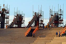 Obras de construção da Arena do Grêmio, localizada no bairro Humaitá, zona norte de Porto Alegre. De acordo com a Construtora OAS, responsável pelo empreendimento, o novo estádio tricolor será entregue em novembro deste ano e será utilizado como campo oficial de treino durante a Copa do Mundo de 2014. FOTO: Lucas Uebel/Preview - Banco de Imagens.com