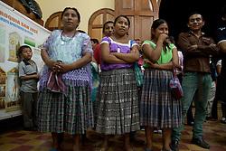 Donne nei costumi tipici del nord del Guatemala.<br /> Women in tipical dress of north Guatemala.