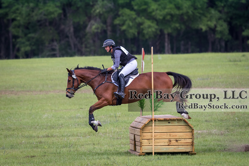 Elinor MacPhail O'Neal and Redtail Radiance at the Ocala International in Ocala, Florida.