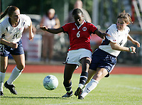 Fotball, 26. juli 2005, U21 damer, Åpent nordisk mesterskap, finale, Norge- USA 1-4,   Nasra Abdullah, Norge mot Kendall Fletcher (4) 0g Rachel Buehler, USA