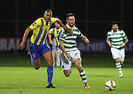 União da Madeira midfielder Cadiz (L )  vies with Sporting's defender Paulo Oliveira   (R ) during Portuguese first league football match União vs Sporting held at Madeira stadium in Funchal on December 20, 2015.  LUSA / GREGORIO CUNHA
