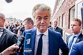 PVV-leider Geert Wilders brengt zijn stem uit