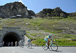 06.07.2011, AUT, 63. OESTERREICH RUNDFAHRT, 4. ETAPPE, MATREI-ST. JOHANN, im Bild das Feld vor dem Fuscherthoerl mit Fredrik Kessiakoff, (SWE, Pro Team Astana) // during the 63rd Tour of Austria, Stage 4, 2011/07/06, EXPA Pictures © 2011, PhotoCredit: EXPA/ S. Zangrando