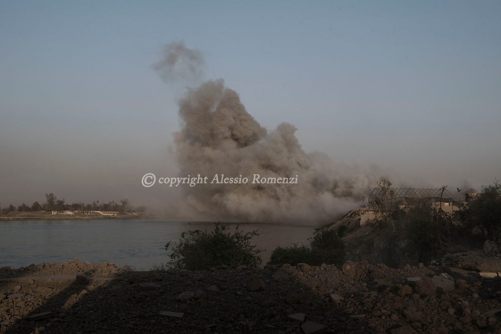 IRAQ, Mosul: After an international coalition air strike, smoke is taken on the Tigris river by the wind. Alessio Romenzi