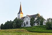 Sortland kirke ligger på Sortland i Nordland. Kirka er ei lang korskirke i tre i nygotisk stil. Byggingen begynte i 1899 og kirka ble innviet 26. juli 1901. Den har 840 plasser. Arkitekt for kirka var Carl Julius Bergstrøm, og byggmester var O. Scheistrøm. <br /> Den gamle kirka på stedet ble revet i 1902. Den var trolig bygd i 1776. Tårnet fra den gamle kirka er bevart, og står ved inngangen til minnelunden på den gamle kirketomta på Sortland. Klokka i tårnet har en innskrift fra 1476. <br /> Sortland kirke er først nevnt i skriftlige kilder i 1370. En kilde i 1408 forteller at kirka på Sortland var tilegnet helgnene St. Mikhael og St. Dionysos. Trondhjems reformats 1589 forteller at Sortland kirke var annekskirke under Hadsel og at den ble betjent av presten som bodde på Hadsel. (Kilde: Lofoten og Vesterålens historie. (W)  Sortland kirke ligger i Sortland sokn i Vesterålen prosti. Den er bygget i tre og ble oppført i 1901. Kirken har korsplan og 696 sitteplasser. Kirken har vernestatus listeført.<br /> Arkitekt: Carl Julius Bergstrøm/Karl Norum/Olsen. <br /> Sortland kirke, som ble innviet i 1901, er en tidstypisk og forholdsvis rikt utformet langkirke preget av nygotikk og sveitserstil. Kirken har tårn i vest og kor i øst, og er oppført i panelt laft etter tegninger av arkitekt Carl Johan Bergstrøm. <br /> Kirkerommet er korsformet med smalere kor og med tverrarmene plassert nær koret. Det er gallerier over inngangspartiet i vest og i begge tverrarmene. Galleri, prekestol, døpefont, alterring og benker er fra byggetiden, men har nyere farger etter Alfred Hagns fargesetting fra 1930-årene, da koret ble malt. Siden ble skipet malt i tilsvarende farger i 1951, med grå vegger, og med engelsk rødt, lysere rødt og innslag av blått på søyler og inventar. Disse fargene ble også gjentatt ved oppmaling i 1989. <br /> Altertavlen fra 1901 har nygotisk omramming med fialer, eller miniatyrtårn, som kroner sidestykkene. Maleriet i hovedfeltet, med Kristus som viser naglesåren
