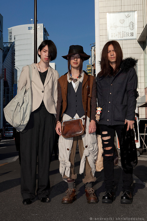 Hikaru (L) economics student, Takashi (M) economics student, Naoki (R) sociology student. Together they publish a web-magazine about Harajuku fashion: www.rafmelty.com
