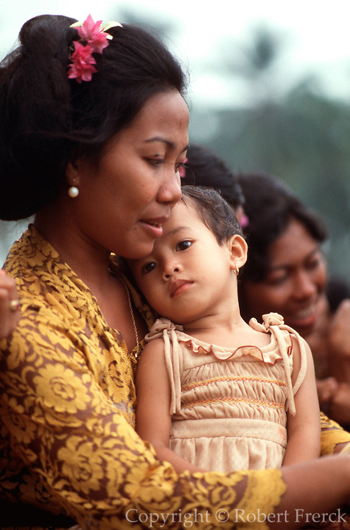 INDONESIA, BALI, CEREMONIES portrait of a Balinese mother and child