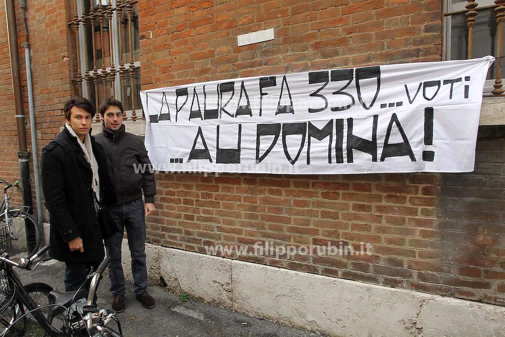 STRISCIONE PROTESTA STUDENTI VIA ARIOSTO