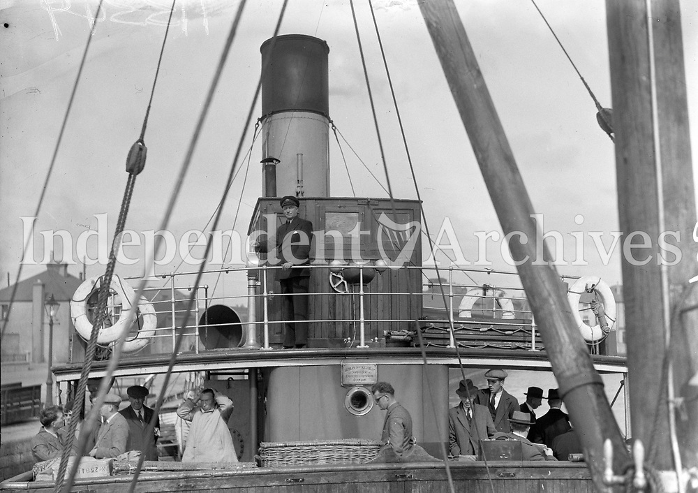 H3349<br /> Visit to Aran Islands. People on board the &quot;Dun Aengus&quot;. (Part of the Independent Newspapers/NLI Collection)