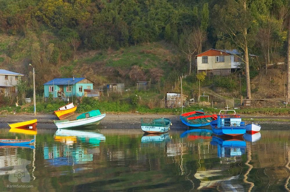 Fishing boats on the shore of Isla Tenglo