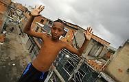 RIO DE JANEIRO<br /> MUNDIAL DE FUTBOL PLAYA<br /> FAVELA COMPLEXO DA MARE<br /> 2006/11/15<br /> FOTO: MANUEL QUEIMADELOS<br /> WWW.MANUELQUEIMADELOS.COM