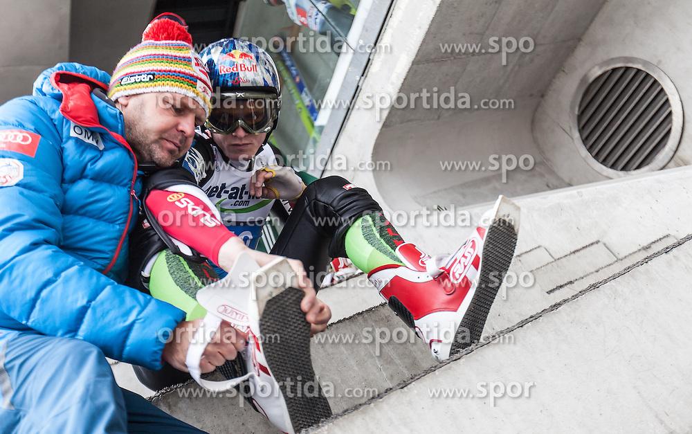 04.01.2014, Bergisel Schanze, Innsbruck, AUT, FIS Ski Sprung Weltcup, 62. Vierschanzentournee, Probesprung, im Bild Herbert Leitner, Physiotherapeut (AUT) hilft Thomas Morgenstern (AUT) // Herbert Leitner, Physiotherapeut (AUT) helps Thomas Morgenstern (AUT) during Trial Jump of 62nd Four Hills Tournament of FIS Ski Jumping World Cup at the Bergisel Schanze, Innsbruck, Austria on 2014/01/04. EXPA Pictures © 2014, PhotoCredit: EXPA/ JFK