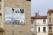 Frankrijk, Prades, 20-9-2008Gevel met aankondigingen van cultureel festival in het centrum van het stadje Prades aan de voet van de pyreneeën, waar jaarlijks het Casals-festival wordt gehouden.Street in the center of the town of Prades at the foot of the Pyrenees, where the annual Casals Festival is held.Foto: Flip Franssen