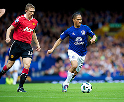 LIVERPOOL, ENGLAND - Saturday, September 11, 2010: Everton's Steven Pienaar in action against Manchester United during the Premiership match at Goodison Park. (Photo by David Rawcliffe/Propaganda)