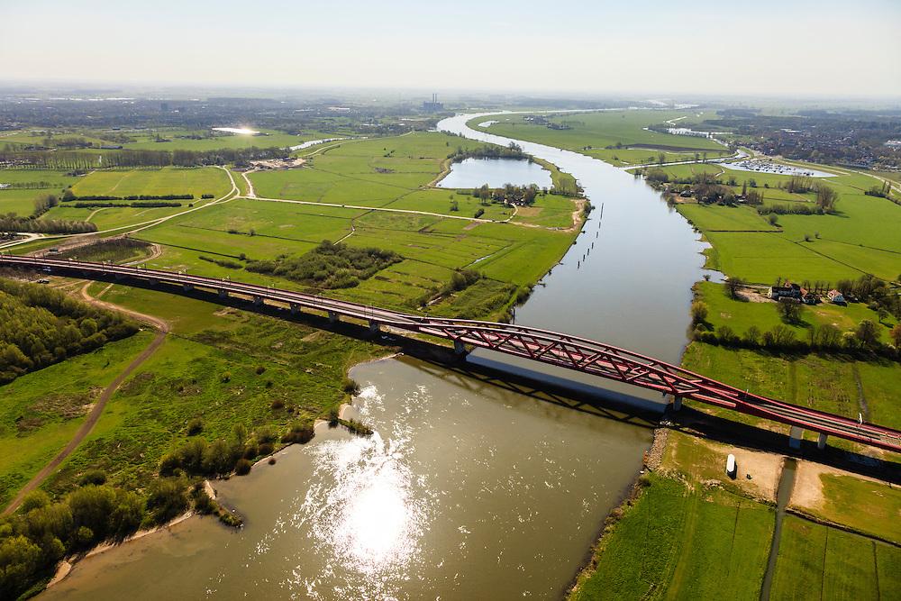 Nederland, Gelderland - Overijssel, Hattem, 01-05-2013; IJsselbrug, spoorbrug bij Hattem voor de Hanzelijn. Gezien naar het Zuiden. De 'Hanzeboog' is ontworpen door  Quist Wintermans Architecten. Hattem in de achtergrond.<br /> The red railway bridge Hanzeboog (Hanseatic arch) over the IJssel near Zwolle, has been designed by Quist Wintermans Architects.  <br /> luchtfoto (toeslag op standard tarieven);<br /> aerial photo (additional fee required);<br /> copyright foto/photo Siebe Swart