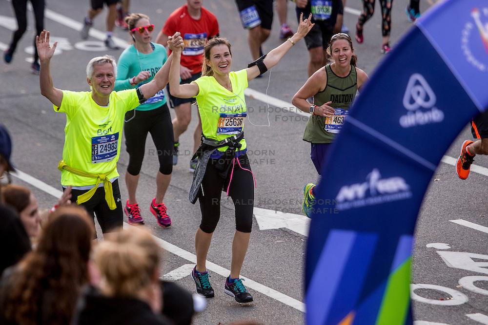 06-11-2016 USA: NYC Marathon We Run 2 Change Diabetes day 3, New York<br /> De dag van de marathon, 42 km en 195 meter door de straten van Staten Island, Brooklyn, Queens, The Bronx en Manhattan / Bert, Marjet