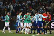 &copy;Jonathan Moscrop - LaPresse<br /> 27 06 2010 Johannesburg ( Sud Africa )<br /> Sport Calcio<br /> Argentina vs Messico - Mondiali di calcio Sud Africa 2010 Ottavi di finale - Soccer City<br /> Nella foto: giocatori protestano con l'arbitro Roberto Rosetti e guardalinee Stefano Ayroldi dopo la rete del 1-0 di Carlos Tevez<br /> <br /> &copy;Jonathan Moscrop - LaPresse<br /> 27 06 2010 Johannesburg ( South Africa )<br /> Sport Soccer<br /> Argentina versus Mexico - FIFA 2010 World Cup South Africa round of sixteen - Soccer City Stadium<br /> In the Photo: players protest to referee Roberto Rosetti and linesman Stefano Ayroldi after Carlos Tevez gave Argentina a 1-0 lead from a suspicious looking position