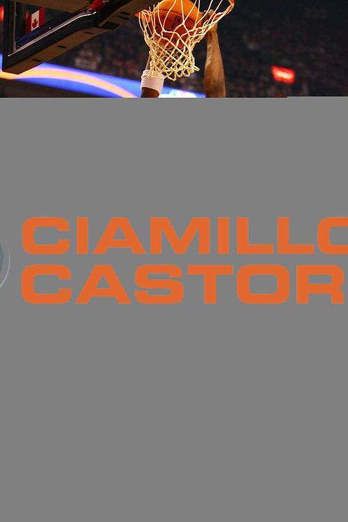 DESCRIZIONE : Toronto Campionato NBA 2006-2007 Toronto Raptors-Milwaukee Bucks<br /> GIOCATORE : Bosch<br /> SQUADRA : Toronto Raptors <br /> EVENTO : Campionato NBA 2006-2007 <br /> GARA : Toronto Raptors Milwaukee Bucks<br /> DATA : 03/11/2006 <br /> CATEGORIA : Schiacciata Sequenza<br /> SPORT : Pallacanestro <br /> AUTORE : Agenzia Ciamillo-Castoria/E.Castoria<br /> Galleria : Campionato NBA 2006-2007 <br /> Fotonotizia : Toronto Campionato NBA 2006-2007 Toronto Raptors-Milwaukee Bucks<br /> Predefinita :