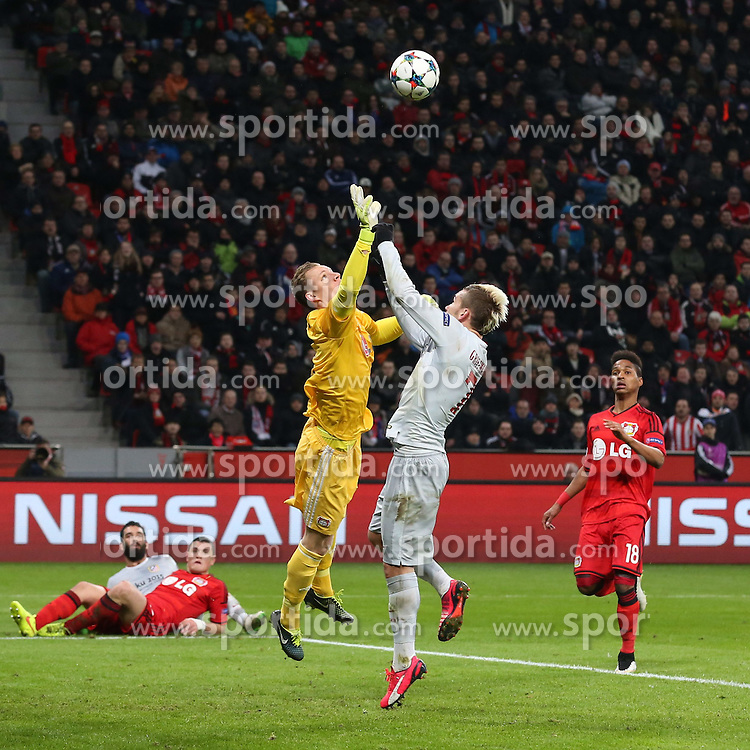 25.02.2015, BayArena, Leverkusen, GER, UEFA CL, Bayer 04 Leverkusen vs Atletico Madrid, Achtelfinale, Hinspiel, im Bild Torwart Bernd Leno (Bayer 04 Leverkusen #1) mit einer Parade gegen Antoine Griezmann (Atletico Madrid #7) // during the UEFA Champions League Round of 16, 1st Leg match between between Bayer 04 Leverkusen and Club Atletico de Madrid at the BayArena in Leverkusen, Germany on 2015/02/25. EXPA Pictures &copy; 2015, PhotoCredit: EXPA/ Eibner-Pressefoto/ Schueler<br /> <br /> *****ATTENTION - OUT of GER*****