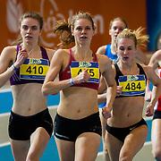 NLD/Apeldoorn/20180217 - NK Indoor Athletiek 2018, 800 meter dames, Marije Wever(484), Suzanne Voorrips(465), Annemarie Slangewal(410)