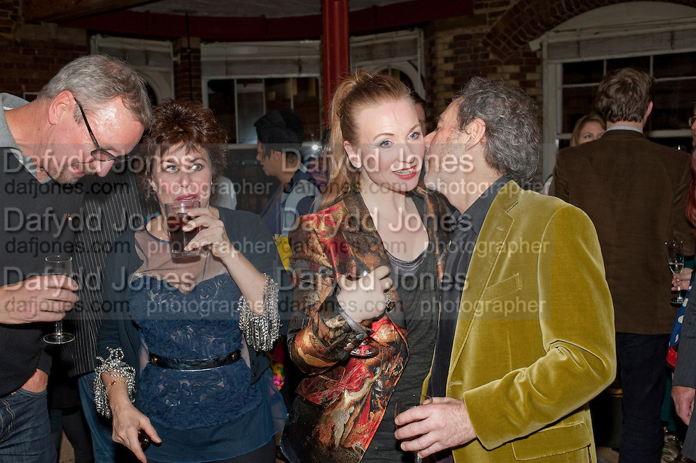 ED BYE;  RUBY WAX; JUDITH OWEN; HARRY SHEARER, Gala performance of  RUBY WAX- LOSING IT  in aid of  Comic Relief. Menier Theatre. London. 23 February 2011. -DO NOT ARCHIVE-© Copyright Photograph by Dafydd Jones. 248 Clapham Rd. London SW9 0PZ. Tel 0207 820 0771. www.dafjones.com.
