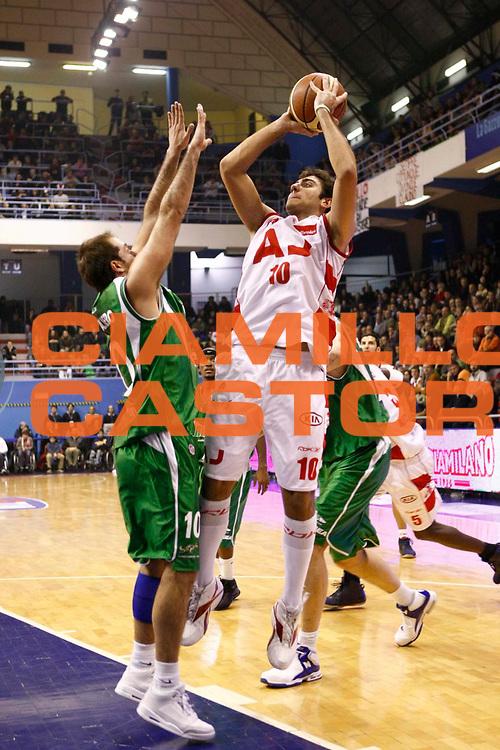 DESCRIZIONE : Milano Lega A1 2007-08 Armani Jeans Milano Air Avellino <br /> GIOCATORE : Pietro Aradori <br /> SQUADRA : Armani Jeans Milano <br /> EVENTO : Campionato Lega A1 2007-2008 <br /> GARA : Armani Jeans Milano Air Avellino <br /> DATA : 27/12/2007 <br /> CATEGORIA : Tiro <br /> SPORT : Pallacanestro <br /> AUTORE : Agenzia Ciamillo-Castoria/C.Scaccini <br /> Galleria : Lega Basket A1 2007-2008<br /> Fotonotizia : Milano Campionato Italiano Lega A1 2007-2008 Armani Jeans Milano Air Avellino<br /> Predefinita :