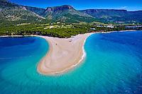 Croatie, Dalmatie, côte dalmate, île de Brac, Bol, la plage de Zlatni Rat ou Corne d'or (vue aérienne) // Zlatni Rat (Golden Cape)