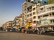 24 FEBRUARY 2015 - PHNOM PENH, CAMBODIA:  Sisowath Quay on the Phnom Penh riverfront.   PHOTO BY JACK KURTZ