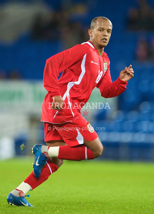 CARDIFF, WALES - Saturday, November 14, 2009: Wales' Robert Earnshaw in action against Scotland during the international friendly match at the Cardiff City Stadium. (Pic by David Rawcliffe/Propaganda)