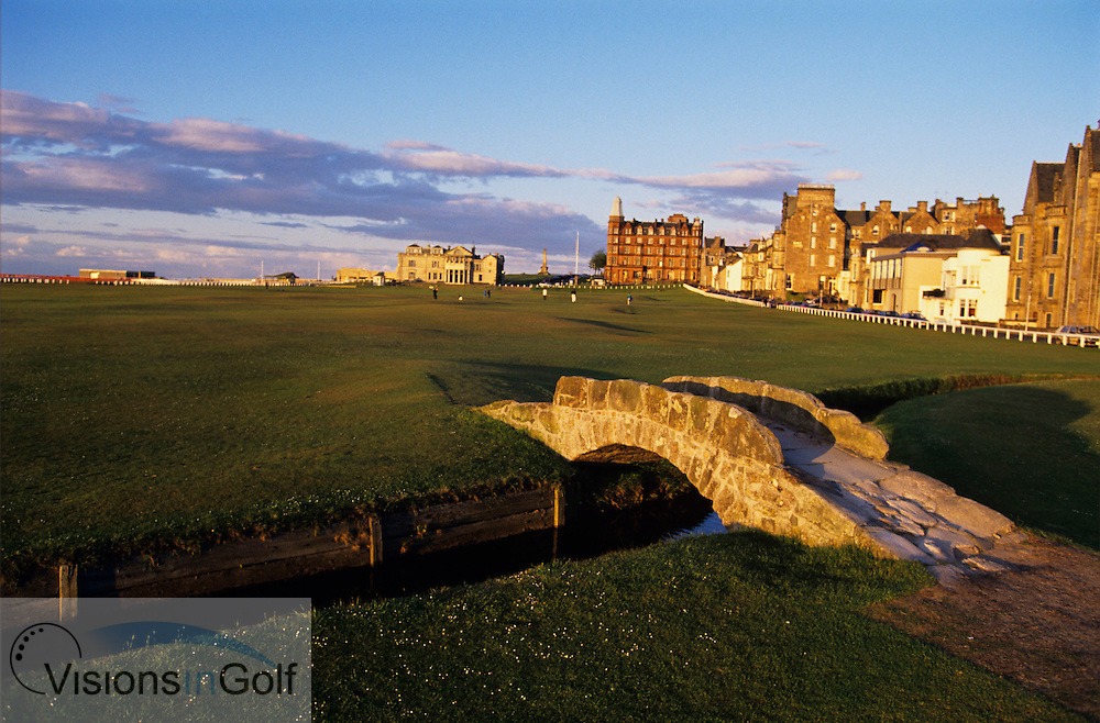 970911/ ST. ANDREWS OLD GC, Scotland, UK / PHOTO MARK NEWCOMBE<br /> <br /> The Swilkan Bridge on the 18th hole