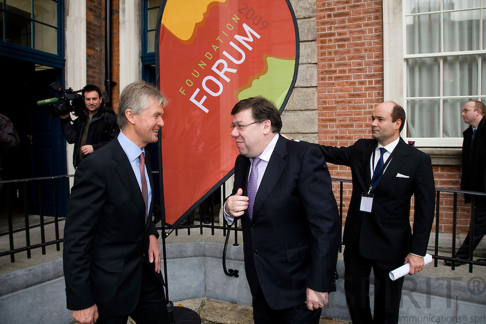 DUBLIN - IRELAND - 05 NOVEMBER 2009 -- Eurofound Forum - Global recession: Europe's way out. From left Jorma Karppinen, Director of Eurofound, welcomes the Irish Primeminister, An Taoiseach, Brian Cowen to the Forum 2009 at Dublin Castle.   PHOTO: ERIK LUNTANG /  INSPIRIT
