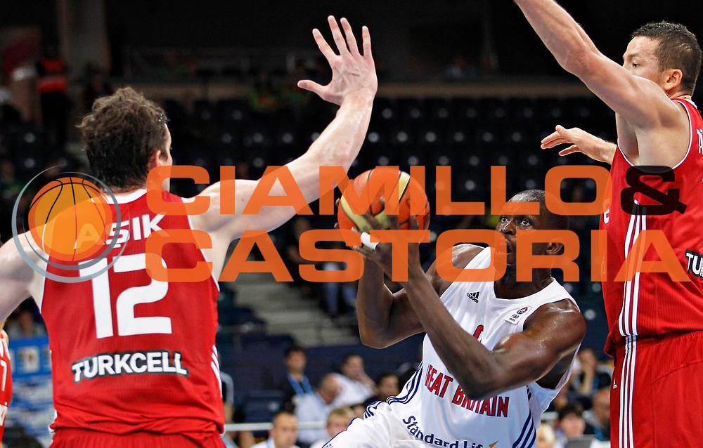 DESCRIZIONE : Panevezys Lithuania Lituania Eurobasket Men 2011 Preliminary Round Inghilterra Turchia Great Britain Turkey<br /> GIOCATORE : Luol Deng<br /> SQUADRA : Inghilterra Great Britain<br /> EVENTO : Eurobasket Men 2011<br /> GARA : Inghilterra Turchia Great Britain Turkey<br /> DATA : 01/09/2011 <br /> CATEGORIA : palleggio<br /> SPORT : Pallacanestro <br /> AUTORE : Agenzia Ciamillo-Castoria/L.Kulbis<br /> Galleria : Eurobasket Men 2011 <br /> Fotonotizia : Panevezys Lithuania Lituania Eurobasket Men 2011 Preliminary Round Inghilterra Turchia Great Britain Turkey<br /> Predefinita :