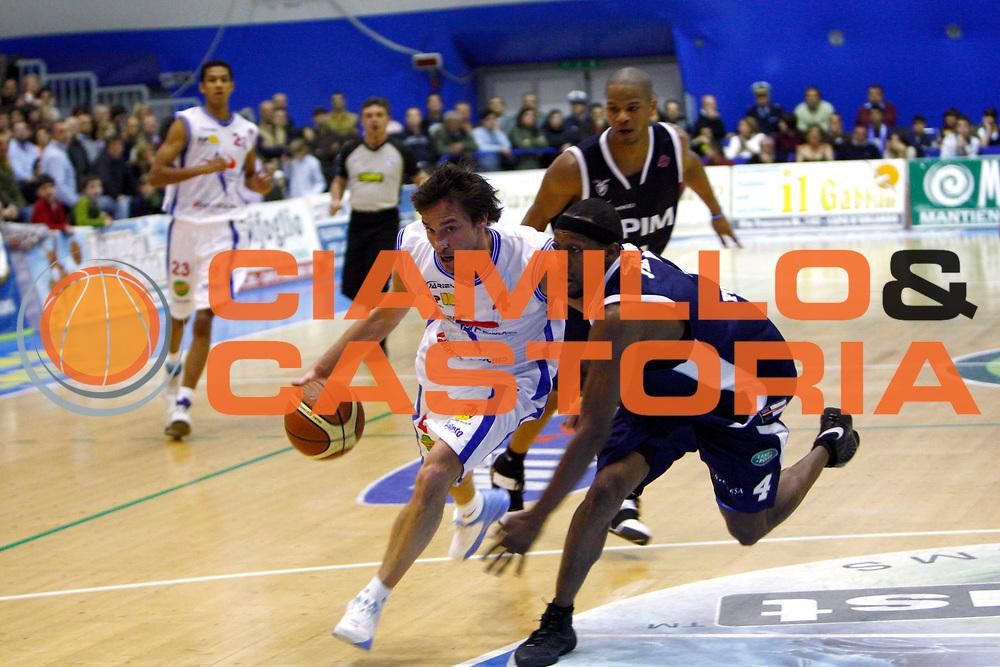 DESCRIZIONE : Capo Orlando Lega A1 2007-08 Pierrel Capo Orlando Fortitudo Upim Bologna<br /> GIOCATORE : Gianmarco Pozzecco <br /> SQUADRA : Pierrel Capo Orlando<br /> EVENTO : Campionato Lega A1 2007-2008 <br /> GARA : Pierrel Capo Orlando Fortitudo Upim Bologna<br /> DATA : 22/03/2008 <br /> CATEGORIA : Palleggio<br /> SPORT : Pallacanestro <br /> AUTORE : Agenzia Ciamillo-Castoria/J.Pappalardo