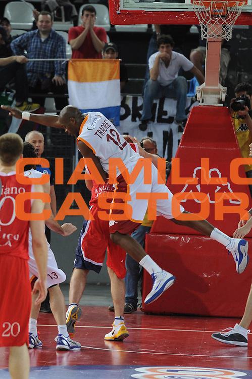 DESCRIZIONE : Roma Lega A 2010-11 Lottomatica Virtus Angelico Biella<br /> GIOCATORE : Ali Traore<br /> SQUADRA : Lottomatica Virtus Roma Angelico Biella<br /> EVENTO : Campionato Lega A 2010-2011 <br /> GARA : Lottomatica Virtus Roma Angelico Biella<br /> DATA : 10/04/2011<br /> CATEGORIA : Equilibrio<br /> SPORT : Pallacanestro <br /> AUTORE : Agenzia Ciamillo-Castoria/GiulioCiamillo<br /> Galleria : Lega Basket A 2010-2011 <br /> Fotonotizia : Roma Lega A 2010-11 Lottomatica Virtus Roma Angelico Biella<br /> Predefinita :