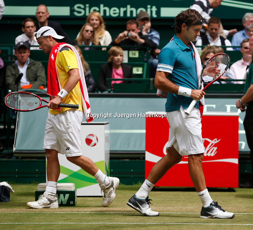 Gerry Weber Open 2010, Halle (Westf.), Tennis, ATP Turnier, Roger Federer (SUI) und Lleyton Hewiit beim Seitenwechsel,..Foto: Juergen Hasenkopf..
