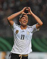 16.06.2011, Bruchwegstadion, Mainz, FIFA WOMENS WORLDCUP 2011, Deutschland (GER) vs. Norwegen (NOR), im Bild  Alexnadra Popp (Deutschland #11, Duisburg) Torschuetze,  waehrend eines Vorbereitungsspiels // during a friendly match on 2011/06/16, Bruchwegstadion, Mainz, Germany. + EXPA Pictures © 2011, PhotoCredit: EXPA/ nph/  Roth       ****** out of GER / SWE / CRO  / BEL ******