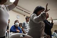 """Manuel Alejandro acompaña a su madre y madrina en una misa de la """"Comunidad Cristiana de Restauración y Avivamiento Unidad en Cristo"""". Gracias a FundaHigado, en junio de 2012, recibió un trasplante de higado que le permite disfrutar de la vida. Maracaibo, Venezuela 20 y 21 Oct. 2012. (Foto/ivan gonzalez)"""